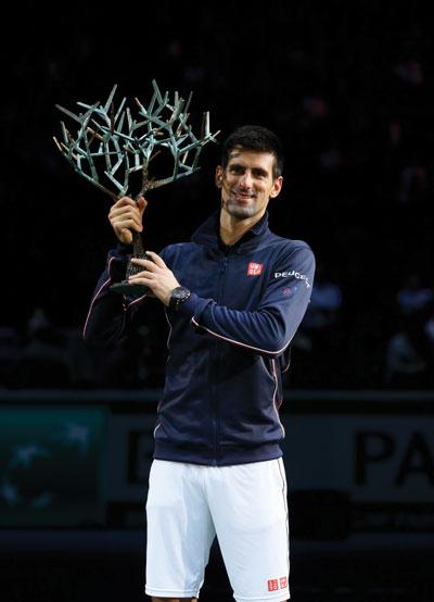 Djokovic_ParisBercy_Trophy.jpg